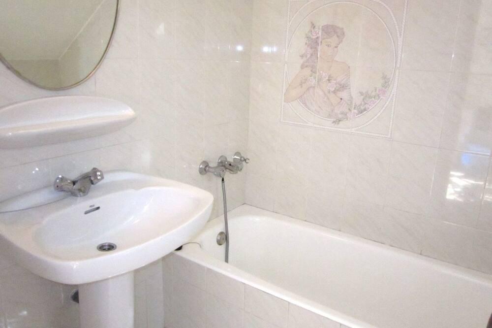 Lägenhet - 2 sovrum - uteplats - Badrum