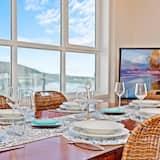 Luxe appartement, 3 slaapkamers, Uitzicht op zee (Southbound@theWharf 2) - Eetruimte in kamer