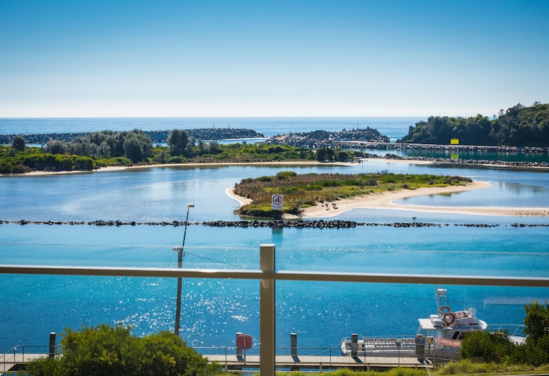 Southbound Escape at the Wharf, Narooma