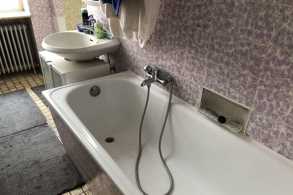 Dvojlôžková izba typu Basic, spoločná kúpeľňa - Kúpeľňa