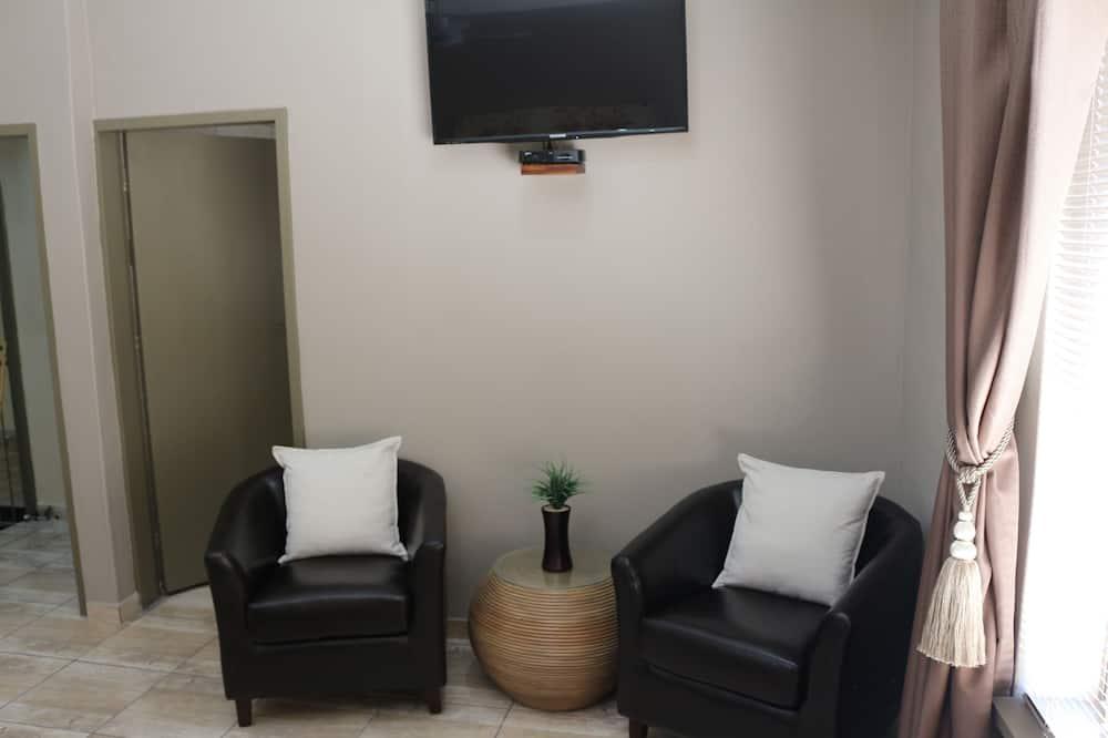 Superior Room, 1 Queen Bed, Non Smoking - Living Area