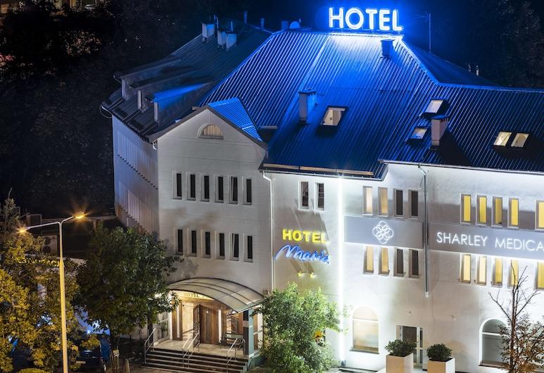 Maria Hotel, Varšava, Pohľad na hotel – večer/v noci