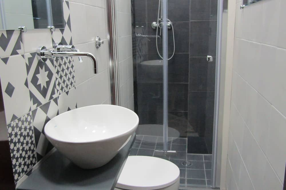 Classic Tek Büyük Yataklı Oda, 1 Büyük (Queen) Boy Yatak, Sigara İçilmez, Özel Banyo - Banyo