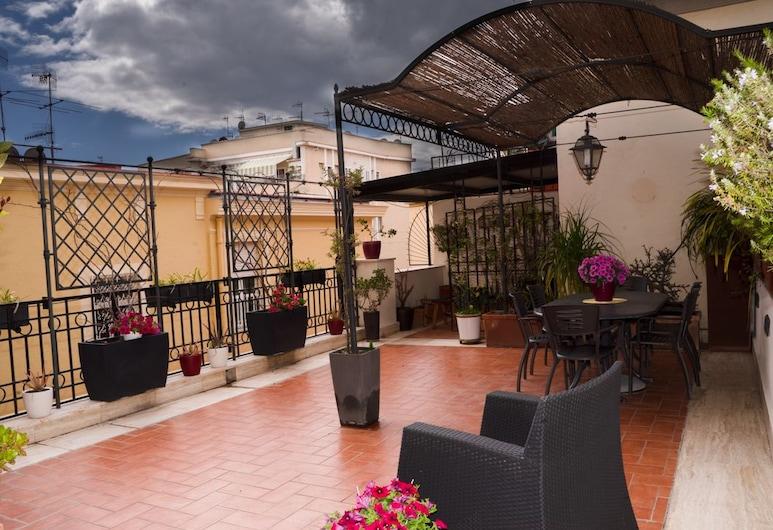 Moon Luxury Rooms & Apartments, Napoli, Rom – family (GREY), Terrasse/veranda