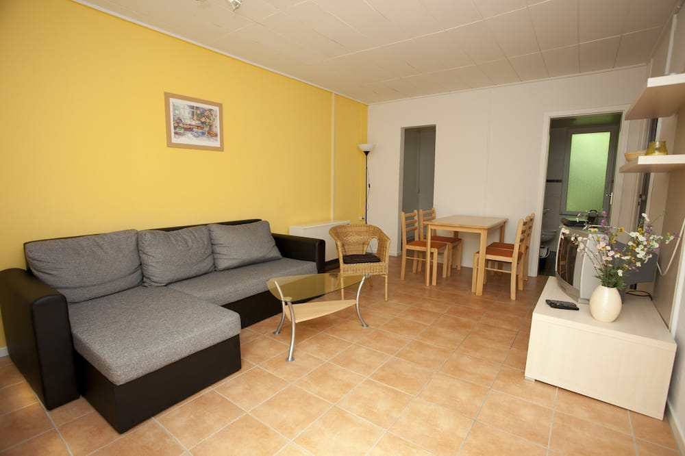 Basic House, 2 Bedrooms - Living Area