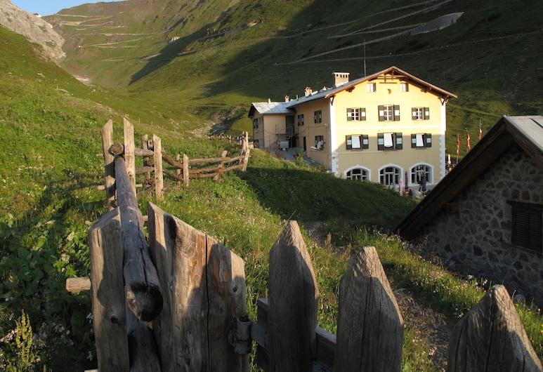 Berghotel Franzenshöhe, Stelvio, Property Grounds