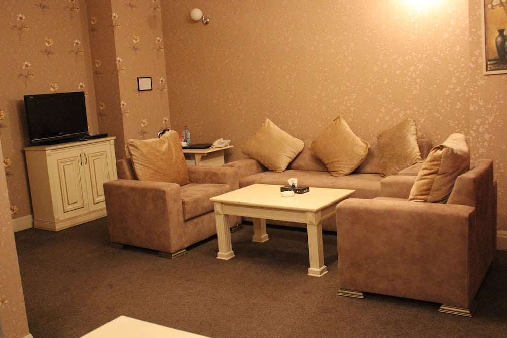 Luxury Suite, Multiple Beds, Non Smoking - Living Room
