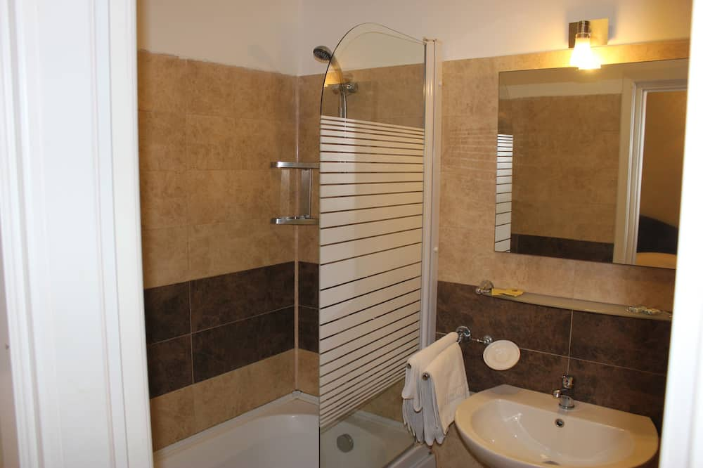 Family Room 4 - Bathroom