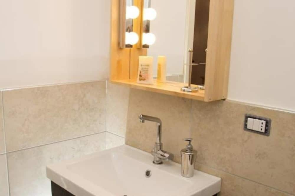 Kamar Double Standar, kamar mandi pribadi (Gardenia) - Kamar mandi