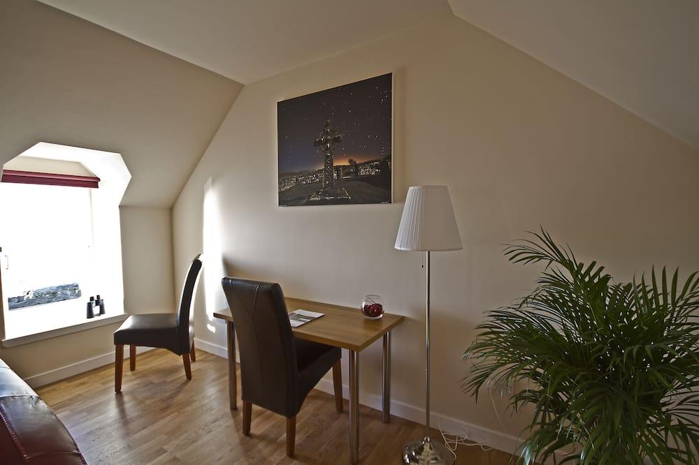 King Double En-suite Room with Seaview - Vierashuone