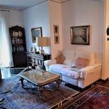 Single Room, Shared Bathroom - Living Room