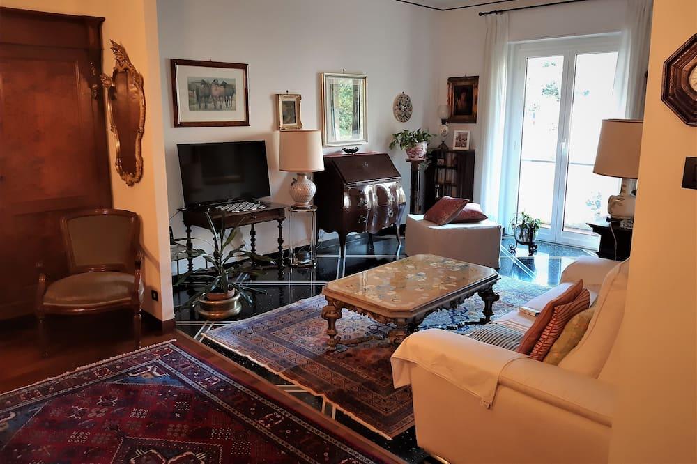 Single Room, Shared Bathroom - Living Area