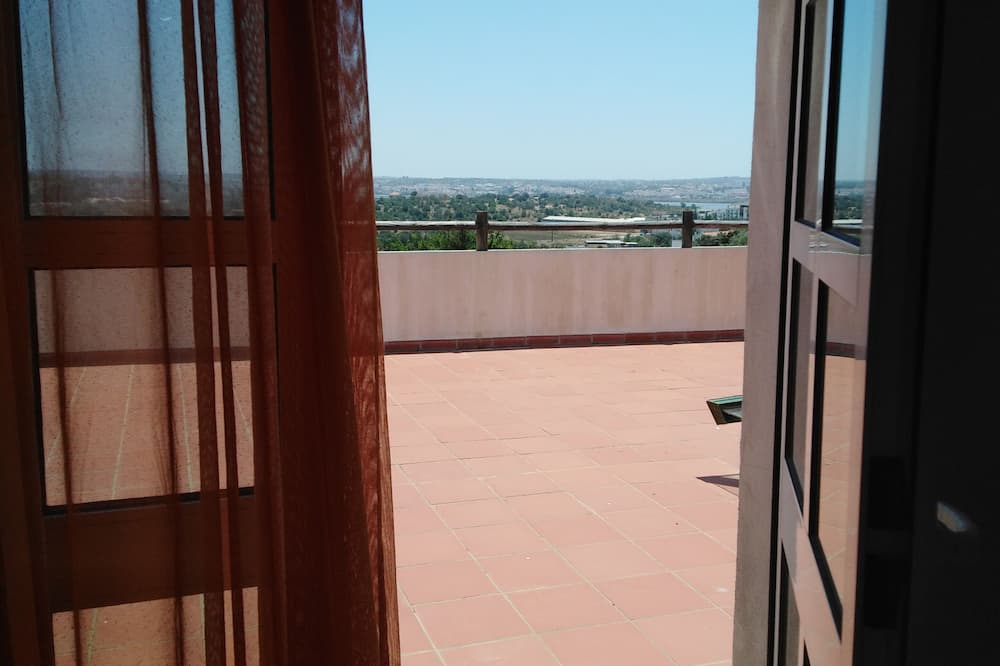 Twin Room, 2 Twin Beds - Balcony View
