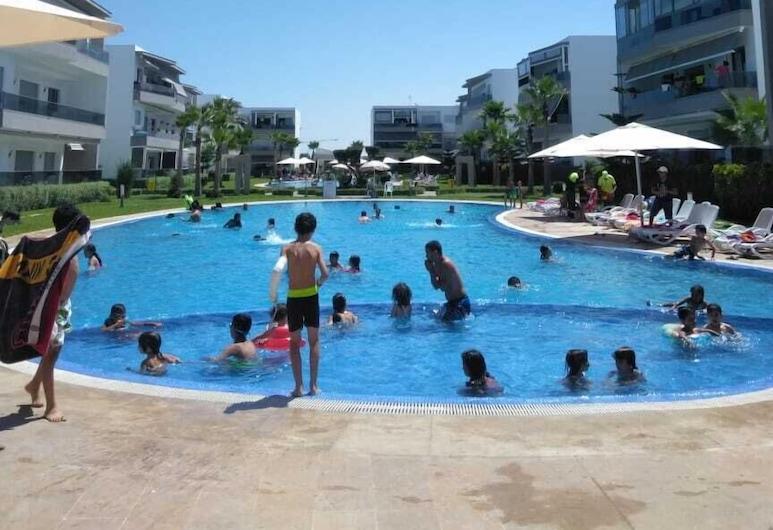 Beach house with pools, ซิดี ราฮัล, สระว่ายน้ำเด็ก