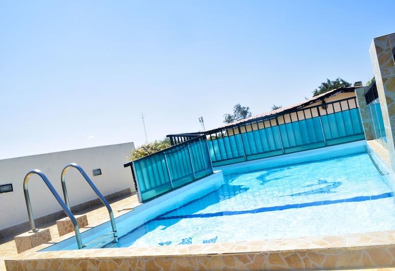 مي بليس أبارتمنتس, مومباسا, حمام سباحة على السطح