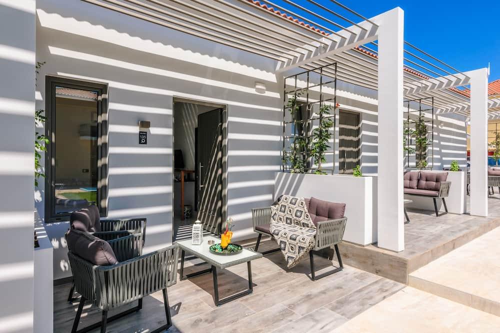 Deluxe Triple Room - Living Area