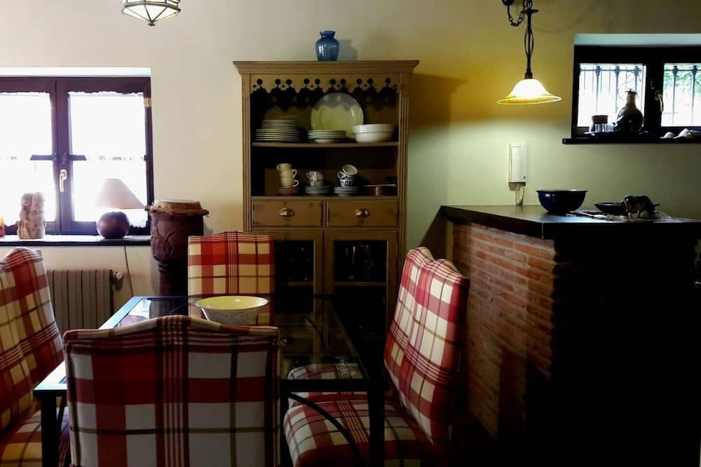 Ház, 3 hálószobával, terasz - Étkezés a szobában