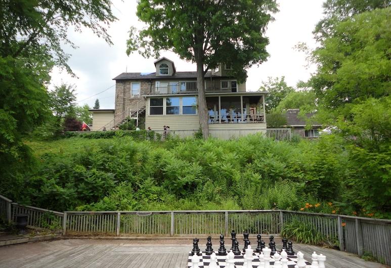 Inn at the Falls, Bracebridge, Property Grounds