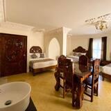 Улучшенный трехместный номер, Несколько кроватей (Plus) - Зона гостиной