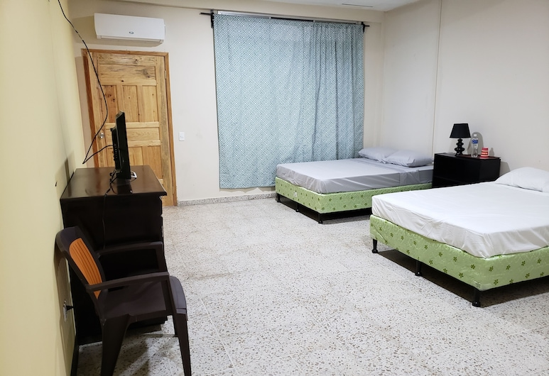 Hotel el Dorado, La Ceiba, Basic-herbergi með tvíbreiðu rúmi - 2 meðalstór tvíbreið rúm - með baði - vísar að hótelgarði, Stofa