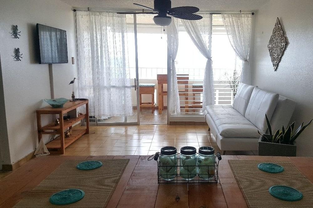 Панорамные апартаменты, 1 двуспальная кровать «Квин-сайз» с диваном-кроватью, для некурящих - Зона гостиной