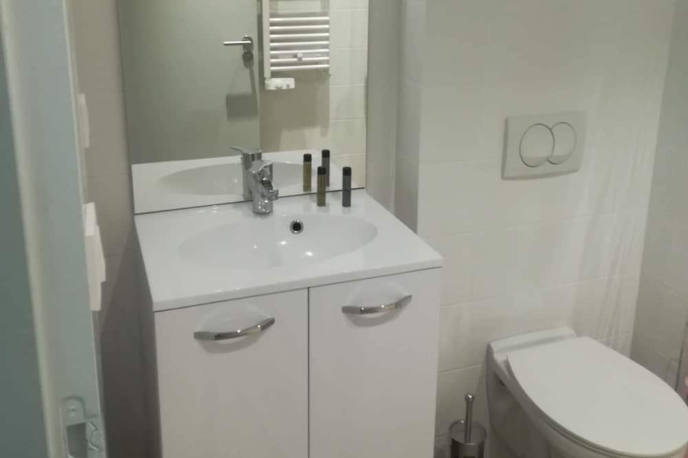 Студія, 1 ліжко «квін-сайз», тераса - Ванна кімната