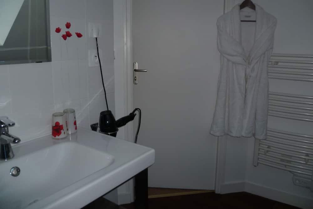 Family Double Room, 2 Bedrooms, Non Smoking, Garden View - Bathroom