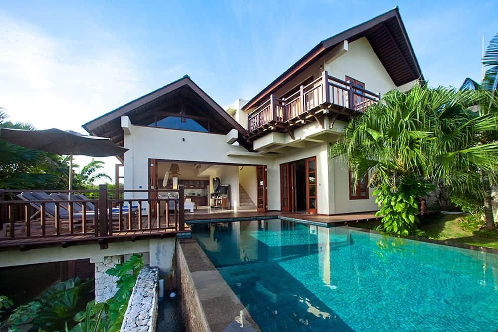 Cliffront Tropical Villa Cantik