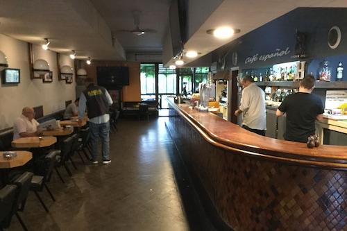 西班牙風格咖啡青年旅舍/