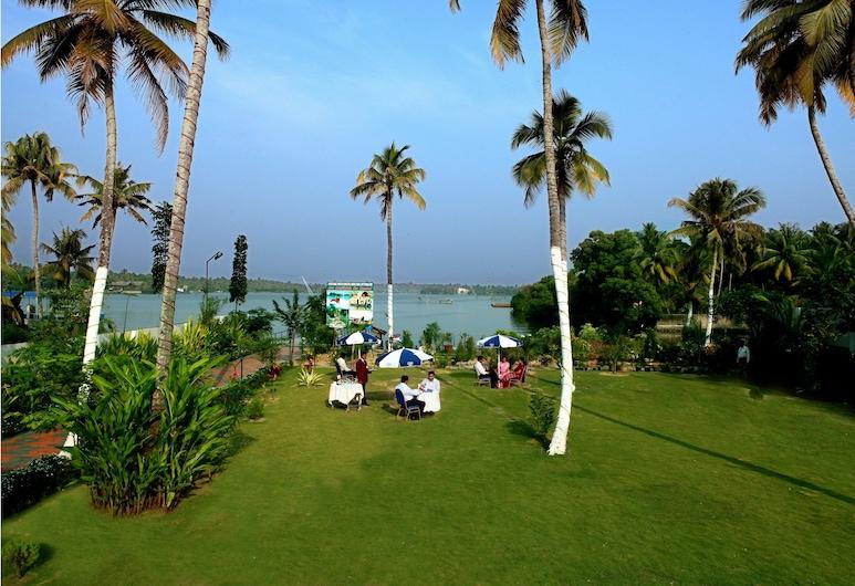 Regant Lake Palace, Karunagappally, Bairro em que se situa o estabelecimento