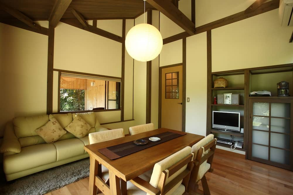 Standaard kamer, 1 twee- of 2 eenpersoonsbedden, privébadkamer, Uitzicht op gebergte - Woonruimte