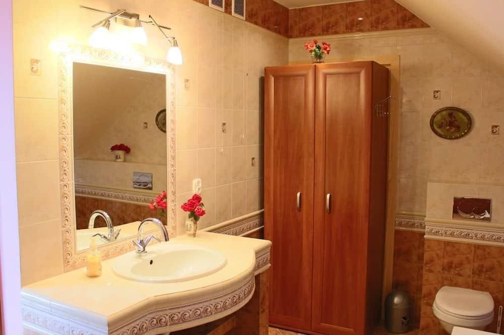 舒適三人房, 浴缸 - 浴室