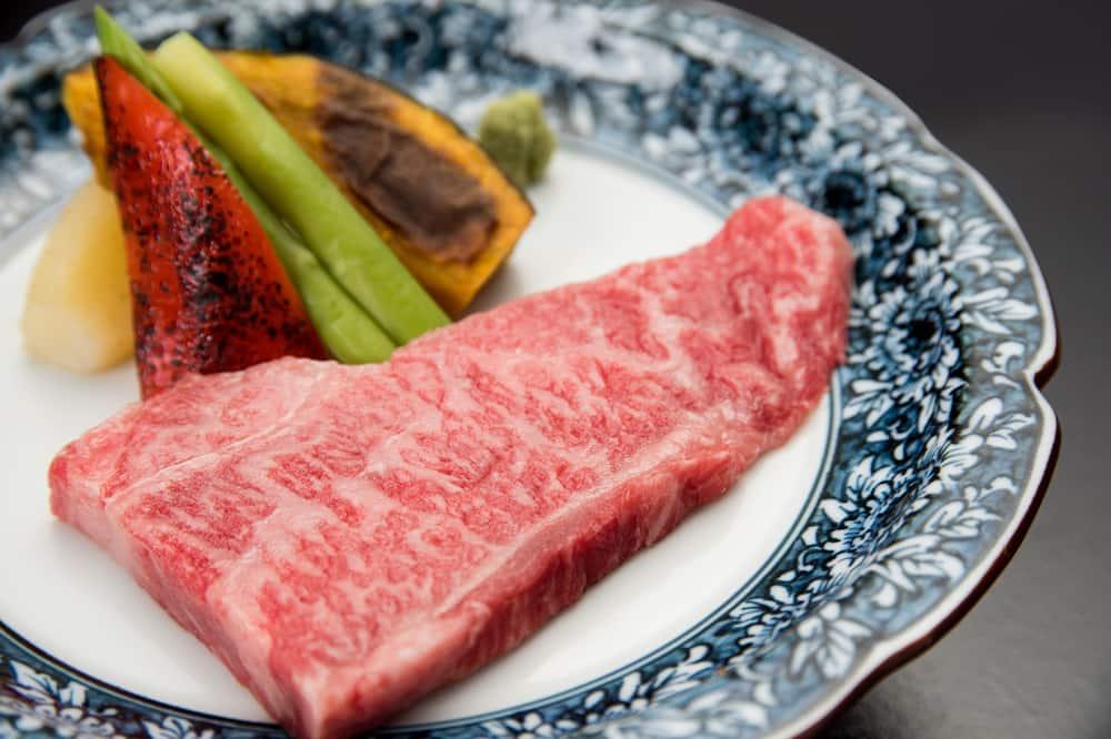 ארוחה בסגנון פונדק יפני