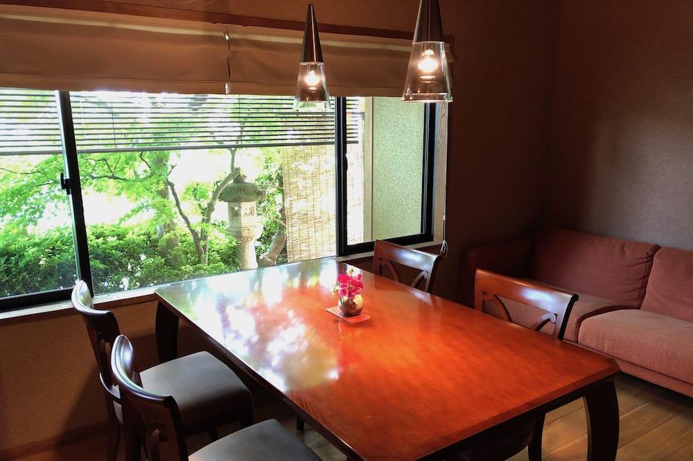 סוויטה, ללא עישון (With Tatami Area & Open-Air Bath) - סלון