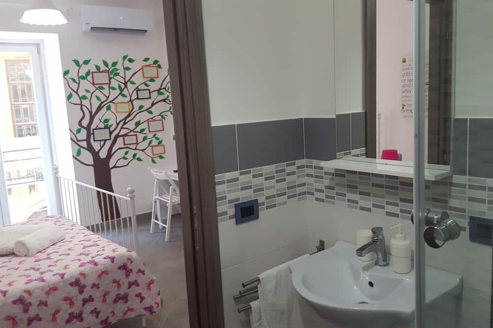 Deluxe Double Room, Balcony (EPOS) - Bathroom