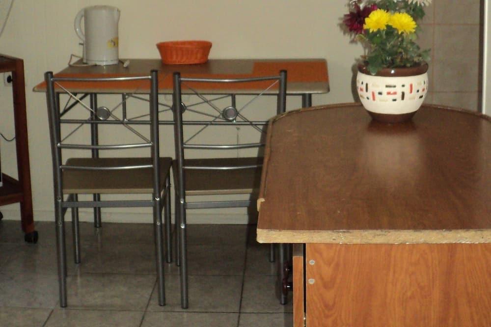 Departamento estándar, Varias camas, para no fumadores - Servicio de comidas en la habitación