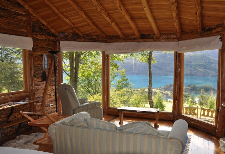 Mallin Colorado Ecolodge, Puerto Guadal, Honeymoon Suite, 1 Queen Bed, Private Bathroom, Lake View, Living Area