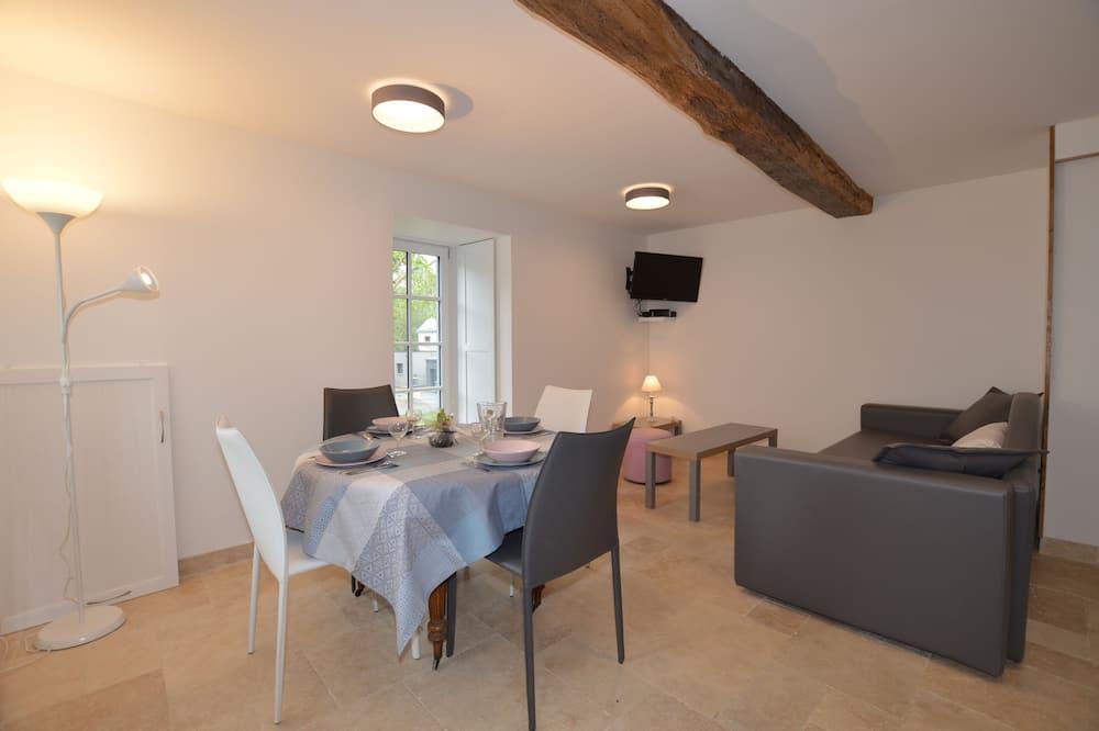 Apartment (Le Un) - Living Room
