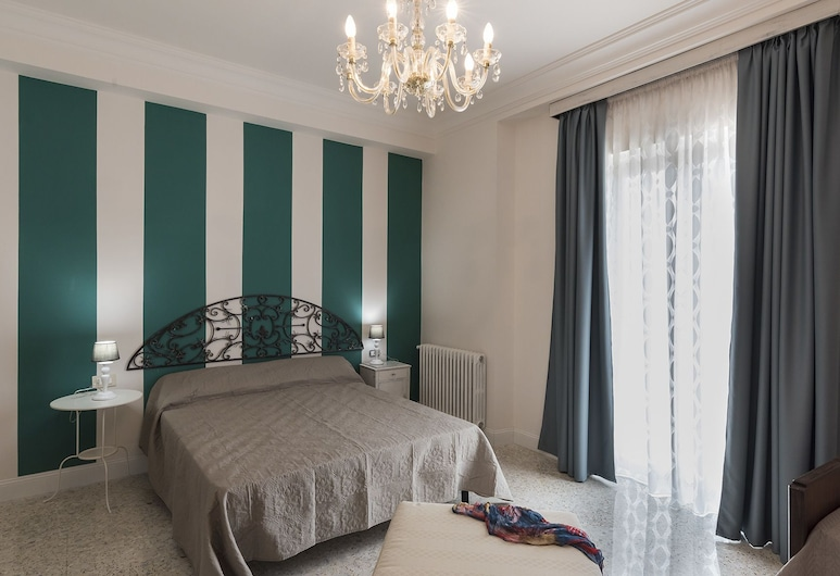 B&B Villa Alemi, ריבלו, חדר קומפורט לארבעה, נוף לגן, חדר אורחים