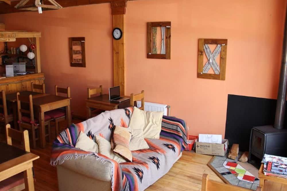 Standard-Doppelzimmer, 1 Doppelbett, Nichtraucher - Wohnbereich