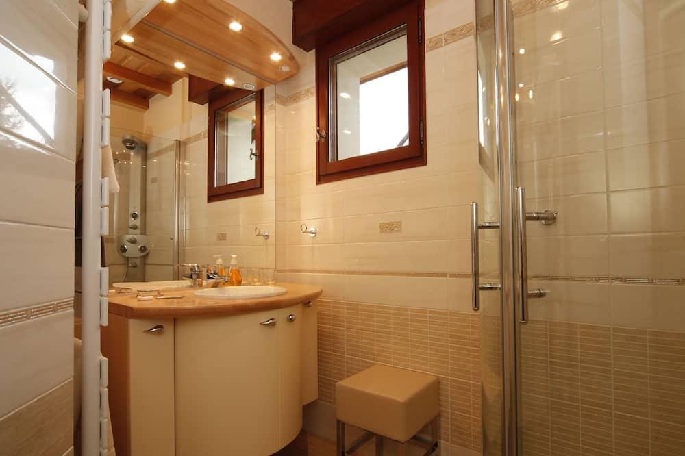 חדר דה-לוקס זוגי, מיטת קווין, ללא עישון - חדר רחצה