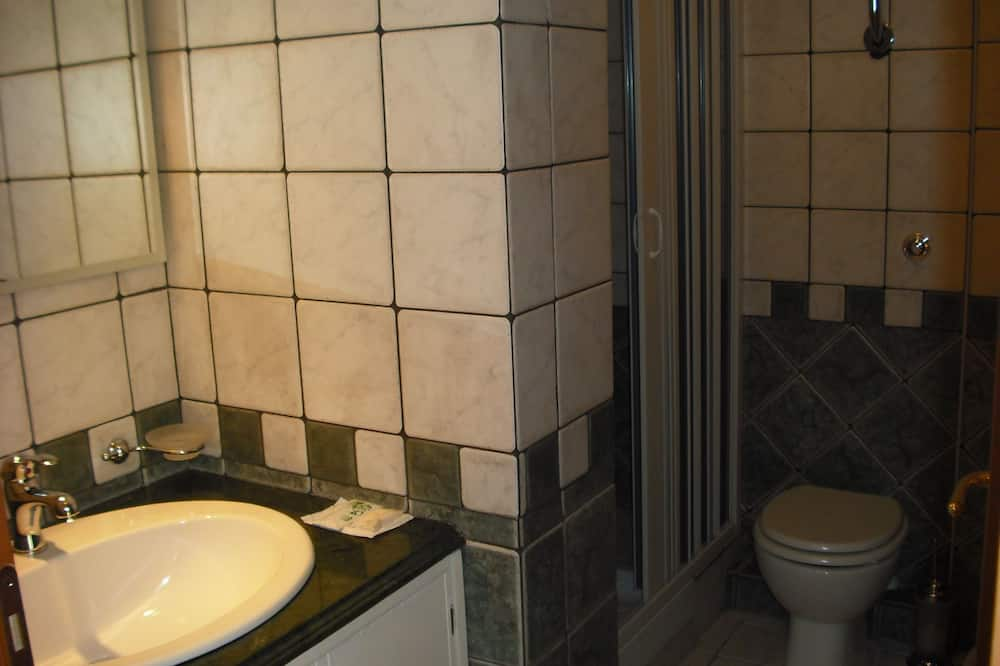 Standard-Doppel- oder -Zweibettzimmer, mit Bad, Meerblick - Badezimmer