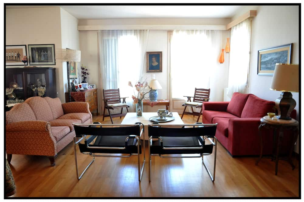 Apartment, 4 Bedrooms - Living Area