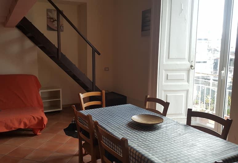 Miseria e Nobiltà, Naples, Rodinný dvojposchodový apartmán, viacero postelí, výhľad na mesto, Obývacie priestory