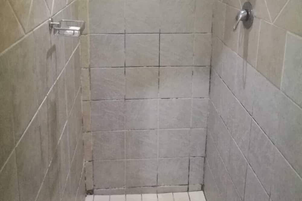 เอ็กเซกคิวทีฟสตูดิโอ, เตียงควีนไซส์ 1 เตียง, ปลอดบุหรี่ - ห้องน้ำ