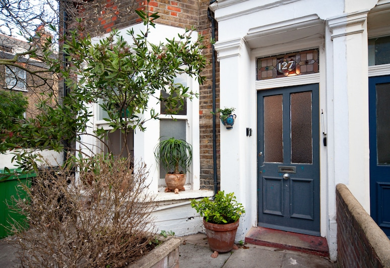 Apartment With Garden Maida Hill, London