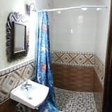 Perushuone, 1 keskisuuri parisänky - Kylpyhuone
