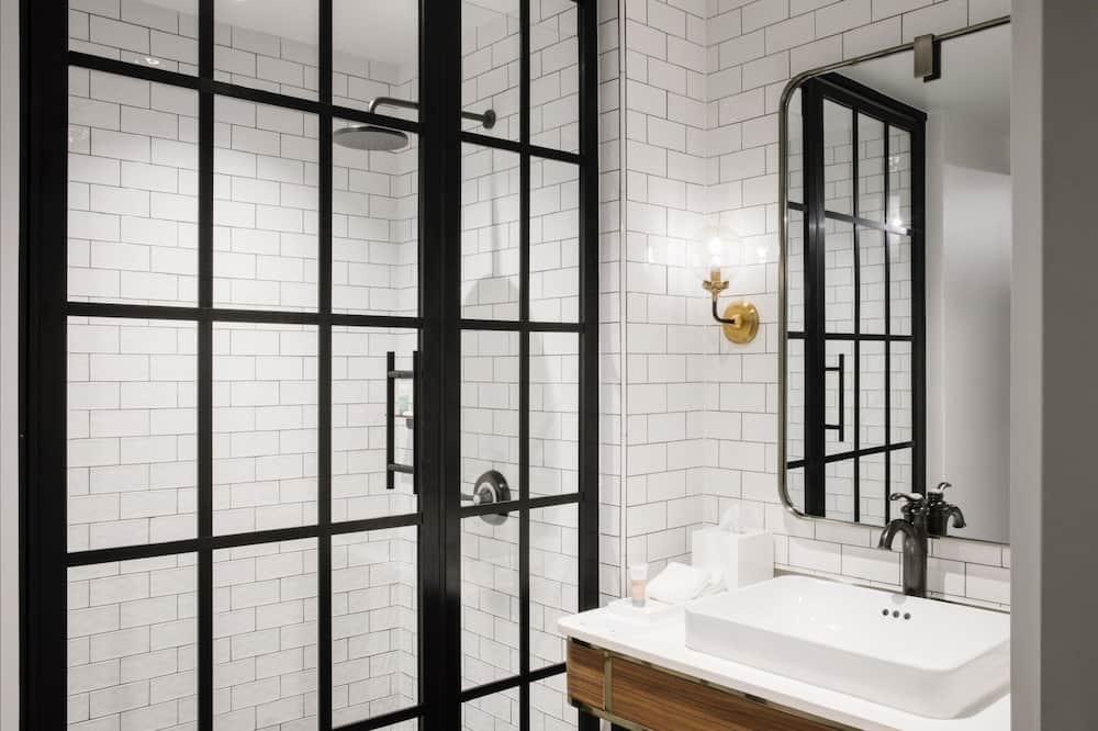 Stay Well Main Street Queen - Bathroom