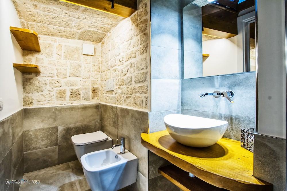 尊爵四人房, 樓中樓 - 浴室