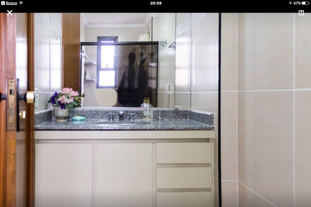 Family Apartment, Beach View - Bathroom